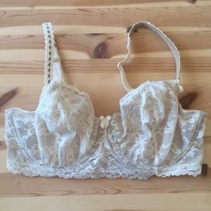 Fredericks of Hollywood cream lace bra